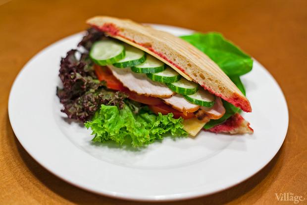 Фирменный сэндвич «Чашка» с индейкой — 48 гривен. Изображение № 7.