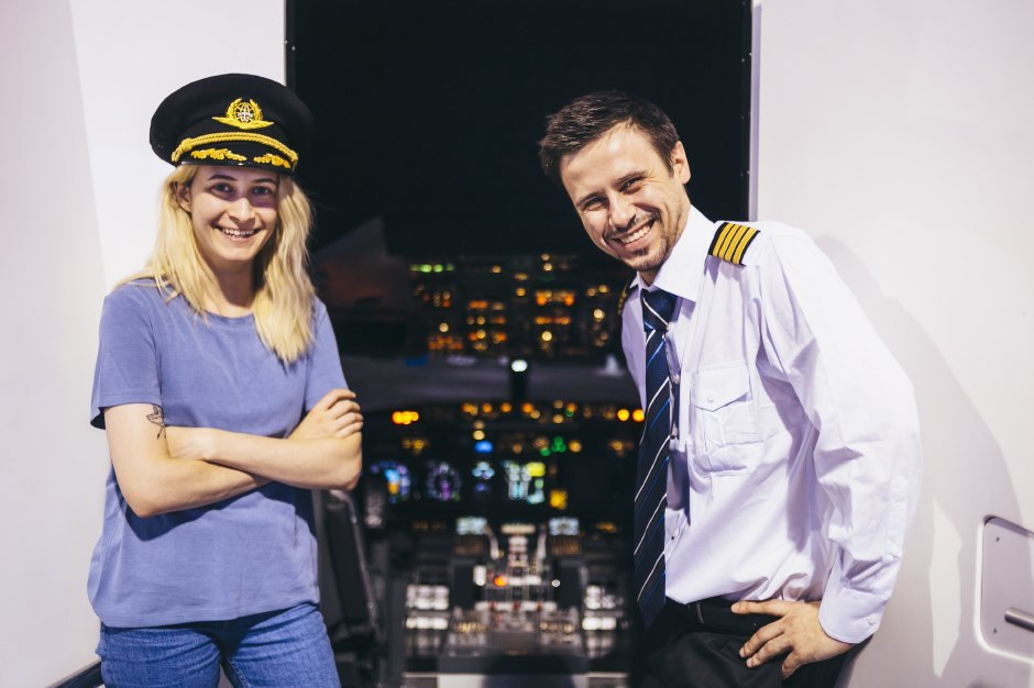 Эксперимент: Иллюстратор пробует посадить самолет в аэропорту Шереметьево. Изображение № 6.
