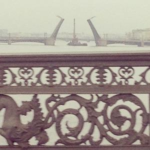 Дворцовый мост впервые развели на все выходные. Изображение № 2.