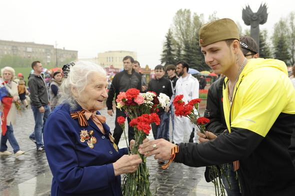 День Победы в Москве и Петербурге: Как гуляют и о чём вспоминают ветераны 9 Мая. Изображение № 12.