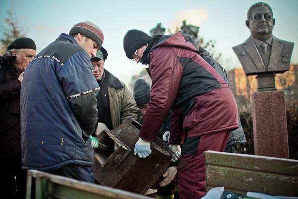Падение кумиров: В парке «Музеон» демонтировали незаконные памятники. Изображение № 2.