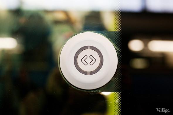 Кнопка открытия дверей. Изображение № 23.