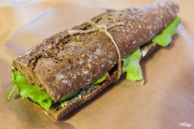 Сэндвич Mitte #2 (зерновой хлеб, лосось, творожный сыр) — 170 рублей. Изображение № 13.