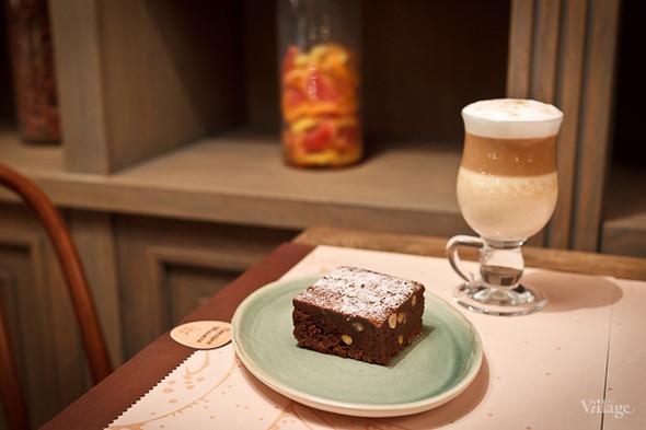 «Брауни» шоколадно-ореховый кекс — 130 рублей. Изображение № 20.