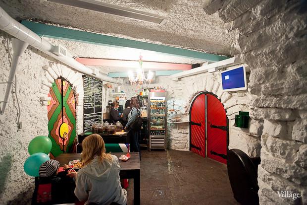 Семейная кофейня «БольшеКофе!» открылась в гроте Александровского парка. Изображение № 3.