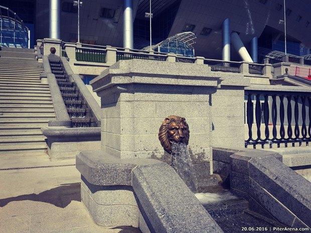 Перед «Крестовским» установили львов состадиона имени Кирова. Изображение № 1.