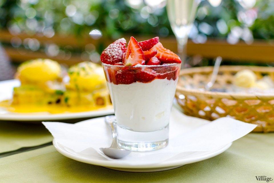 Citronelle (яйца бенедиктин, круассан, зернистый творог с ягодами, джем, сливочное масло) — 192 грн.. Изображение № 9.