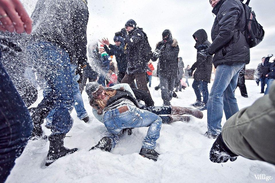 Фоторепортаж: Снежная битва на Марсовом поле. Изображение № 10.