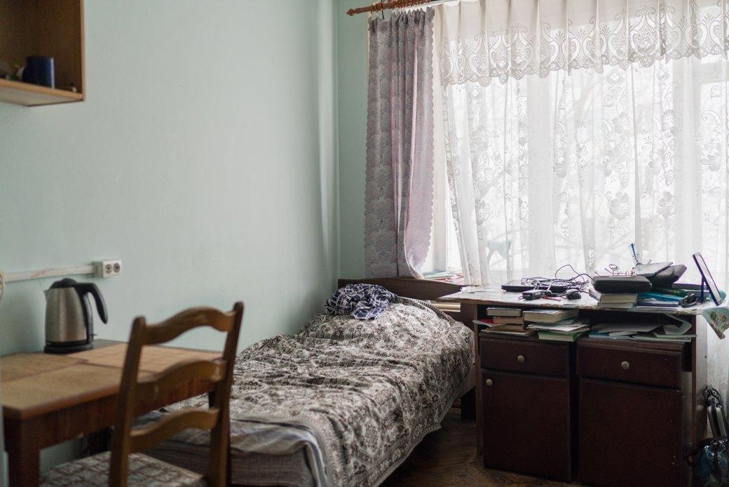 «Клопы довольно больно кусаются»: Студенты МГУ — о жизни в старом общежитии. Изображение № 5.