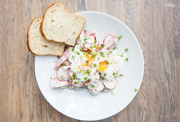 Рецепты шефов: Летний салат с яйцом-пашот. Изображение №3.