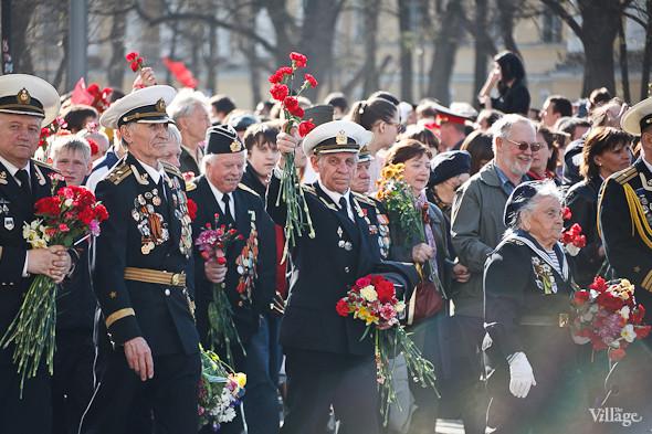 День Победы в Москве и Петербурге: Как гуляют и о чём вспоминают ветераны 9 Мая. Изображение № 46.