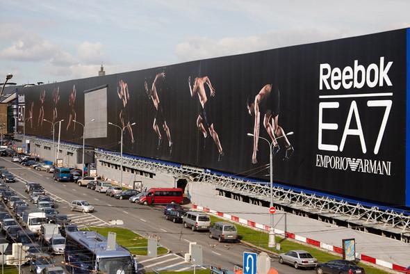 Самый большой в мире билборд был установлен на Васильевском спуске в сентябре 2010 года. Изображение № 1.