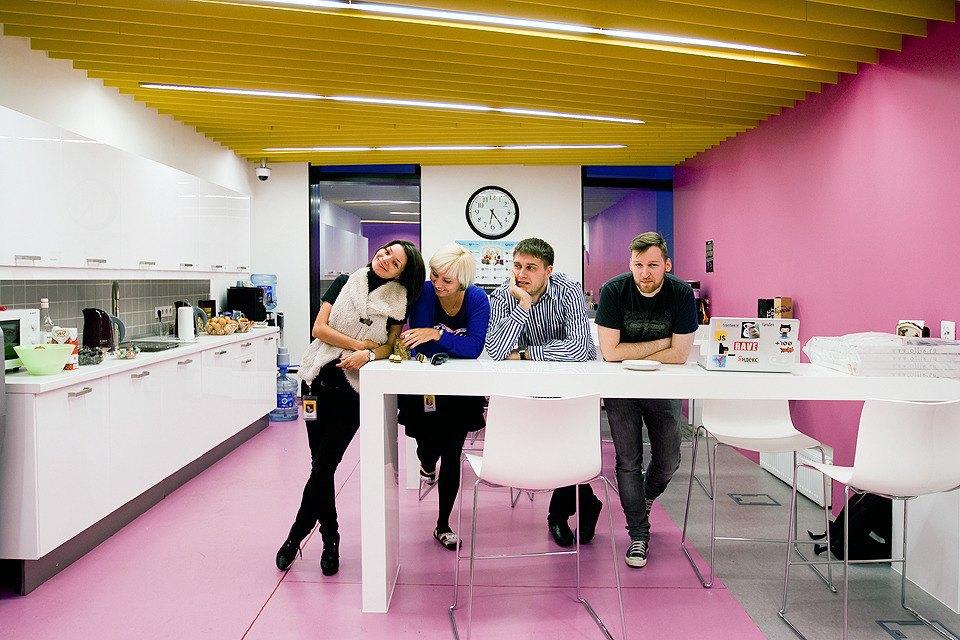 Сотрудники в кафе Barbie Нall.. Изображение № 25.