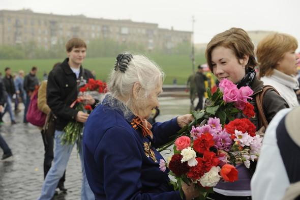 День Победы в Москве и Петербурге: Как гуляют и о чём вспоминают ветераны 9 Мая. Изображение № 13.