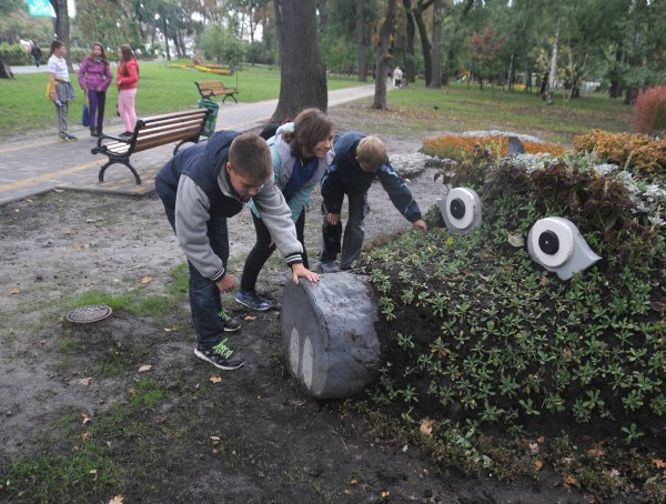 Фото дня: «Киевзеленстрой» обновил сквер. Зображення № 2.