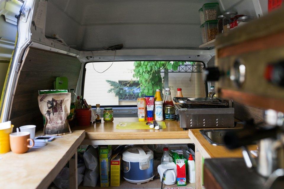 Как сделать из старого фургона кафе на колесах. Изображение № 5.