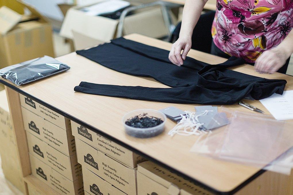 Производственный процесс: Как шьют футболки и толстовки. Изображение № 4.