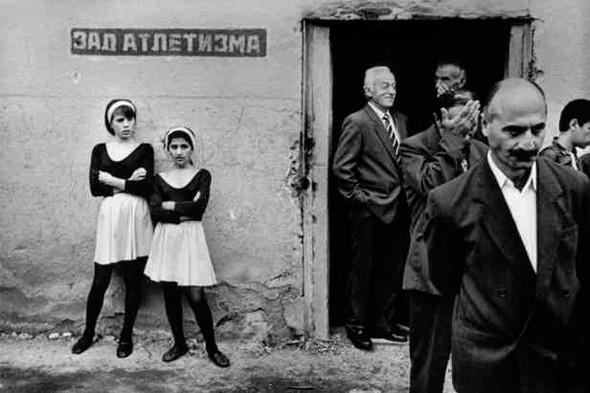 © Thomas Dworzak/Magnum photos Абхазия. Сухуми. 9/1995. Празднование победы в грузино-абхазской войне.. Изображение № 6.