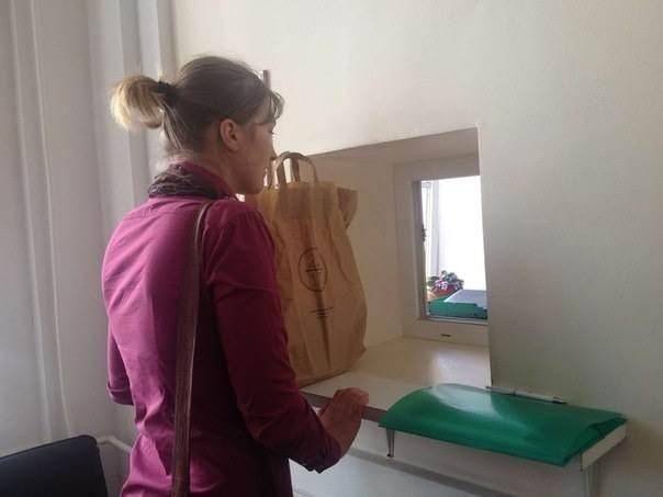 Окно в 4-м подъезде Смольного для обращений горожан. Изображение № 2.