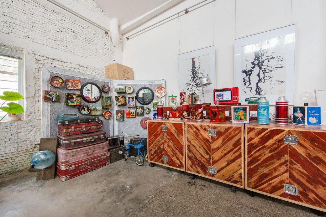 Квартира-мастерская вШанхаесинтерьером извторичныхматериалов. Изображение № 11.