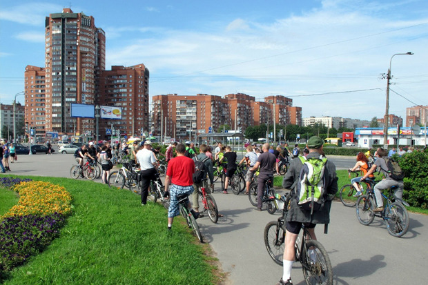 Велодорожку на Луначарского оккупировали 200 велосипедистов. Изображение №1.