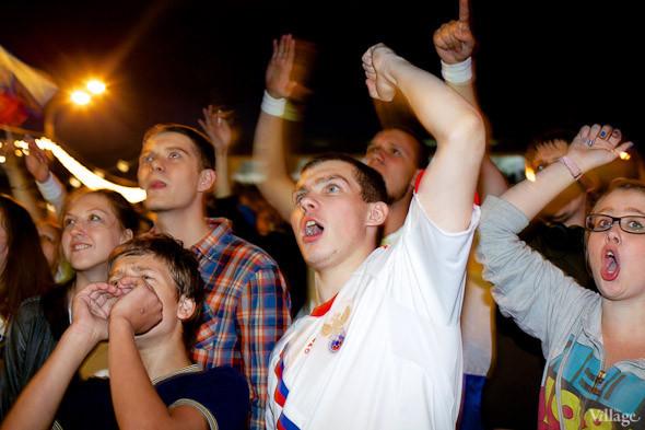 Фоторепортаж: Болельщики в фан-зоне парка Горького. Изображение № 14.