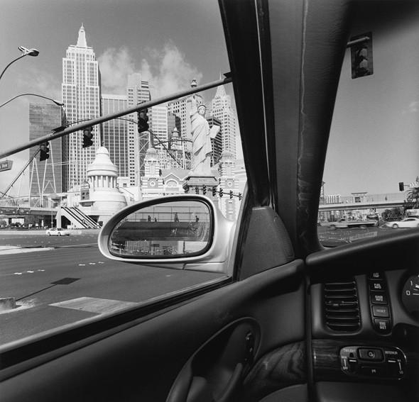 © Lee Friedlander, courtesy Fraenkel Gallery, San Francisco. Изображение № 30.