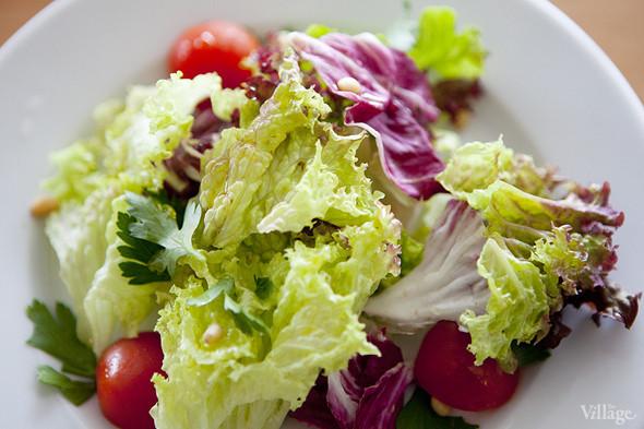 Свежий зеленый салат (150 рублей). Изображение № 23.