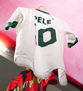 Люди в городе: Погоня за майкой — владельцы коллекций футболок игроков. Зображення № 11.