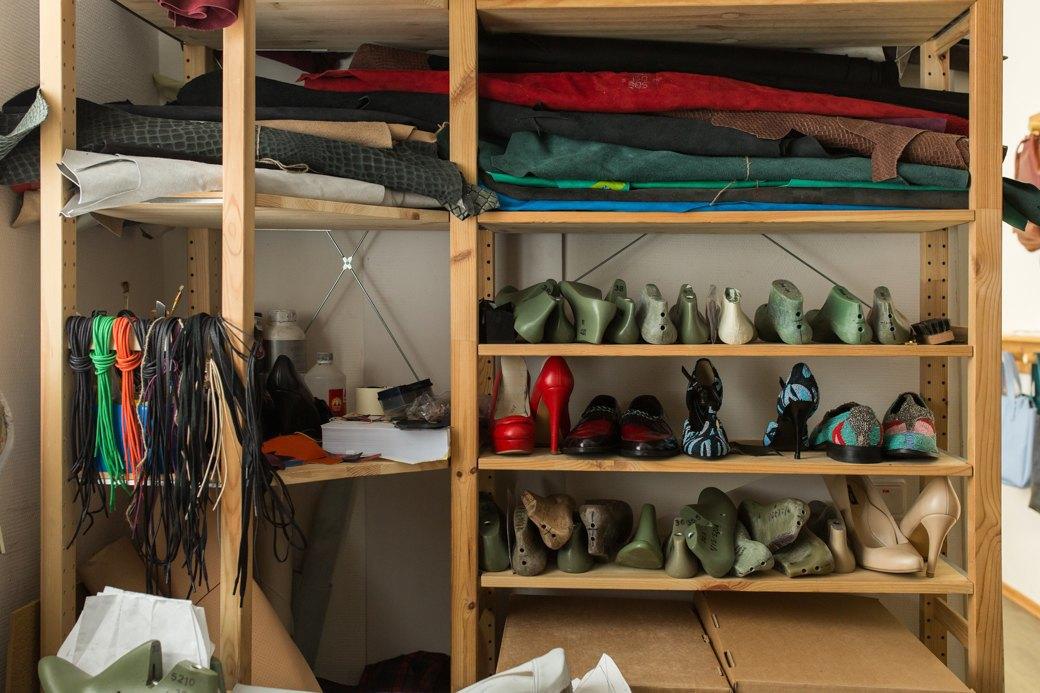 «Пришёл запрос от стилистов Леди Гаги»: Кто икак делает обувь вПетербурге. Изображение № 16.