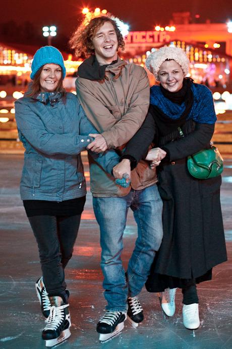 Люди в городе: Первые посетители катка в парке Горького. Изображение №39.