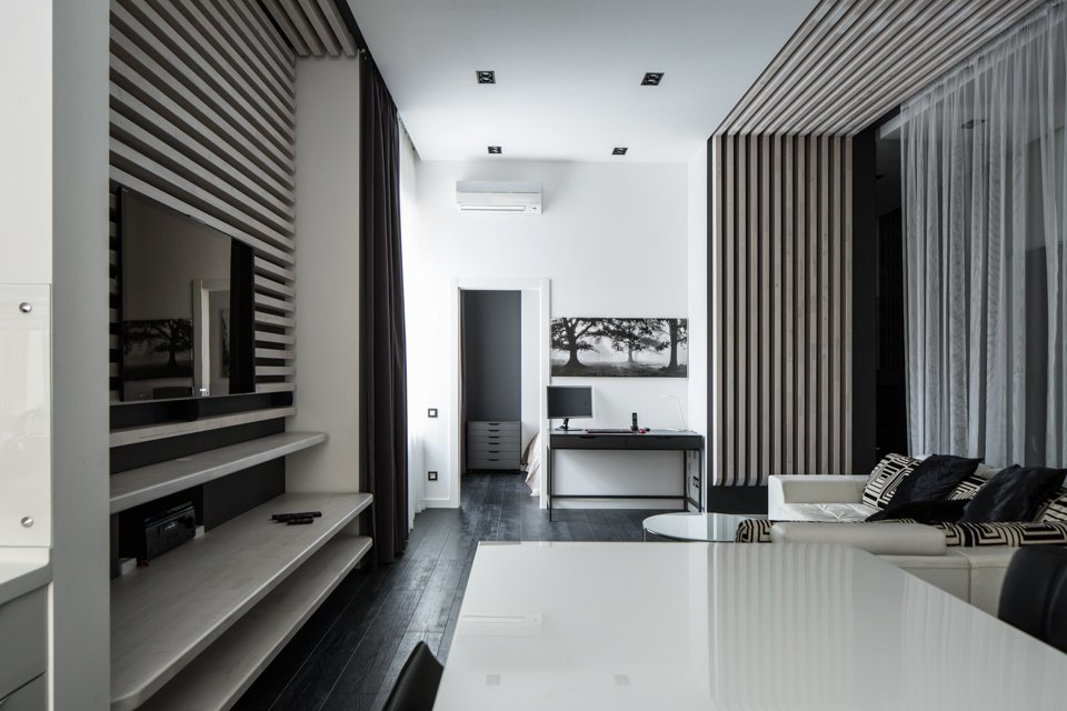 Квартира для Романа вчёрно-белых тонах. Изображение № 5.