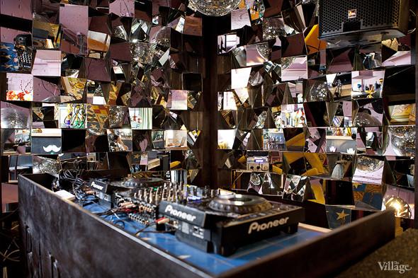 Новое место: Barry Bar. Изображение № 10.
