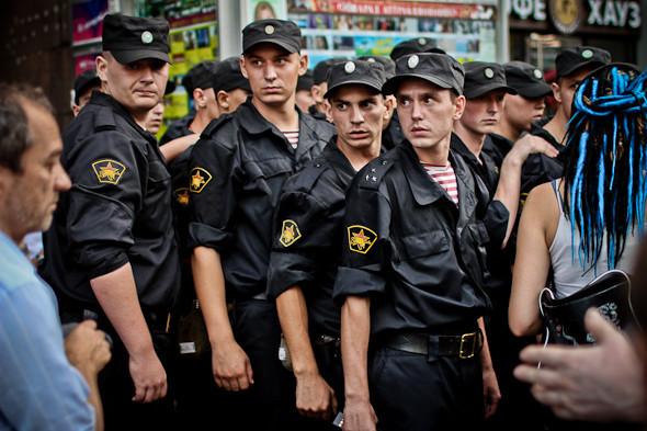 Copwatch: действия полиции на «сидячем» митинге «Стратегии-31» на Триумфальной площади. Изображение № 31.