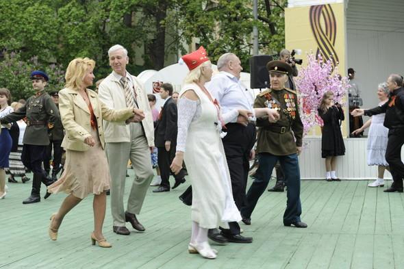 День Победы в Москве и Петербурге: Как гуляют и о чём вспоминают ветераны 9 Мая. Изображение № 33.