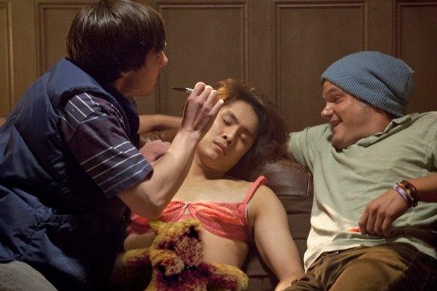 «21 и больше», режиссёрский дебют сценаристов «Мальчишника в Вегасе», нецензурная комедия о студентах, ушедших в отрыв. Изображение № 4.