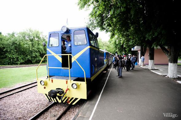 Между станциями курсирует тепловоз с тремя вагонами.. Изображение № 22.