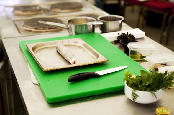 Omnivore Food Festival: Алекс Жилюк готовит картофельные оладьи с чёрной икрой и баллотин из ягнёнка. Изображение №16.