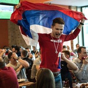 Где смотрят футбол живущие вМоскве немцы, французы, бразильцы иголландцы. Изображение № 3.