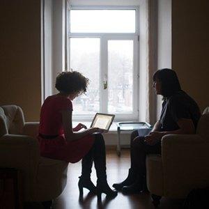 Каково носить хиджаб в Москве, жить в психдиспансере и делать бизнес на смене пола. Изображение № 2.