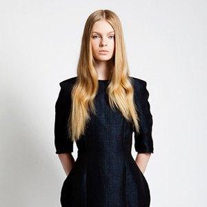Что надеть: Куртка Barbour, платье Oh, my, кроссовки NewBalance. Изображение № 8.