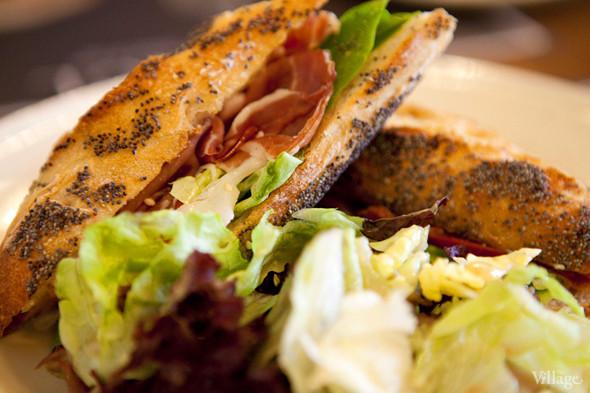 Сэндвич с сыровяленым окороком — 220 рублей. Изображение № 22.
