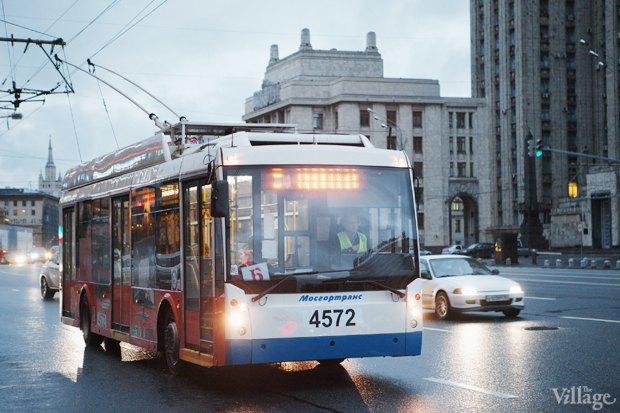 Фото дня: Первые ночные автобусы и троллейбусы в Москве. Изображение № 2.