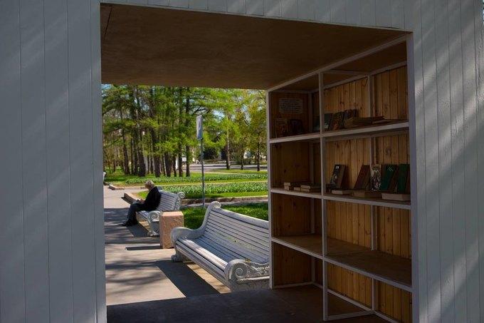На ВДНХ открылась летняя читальня. Изображение № 1.
