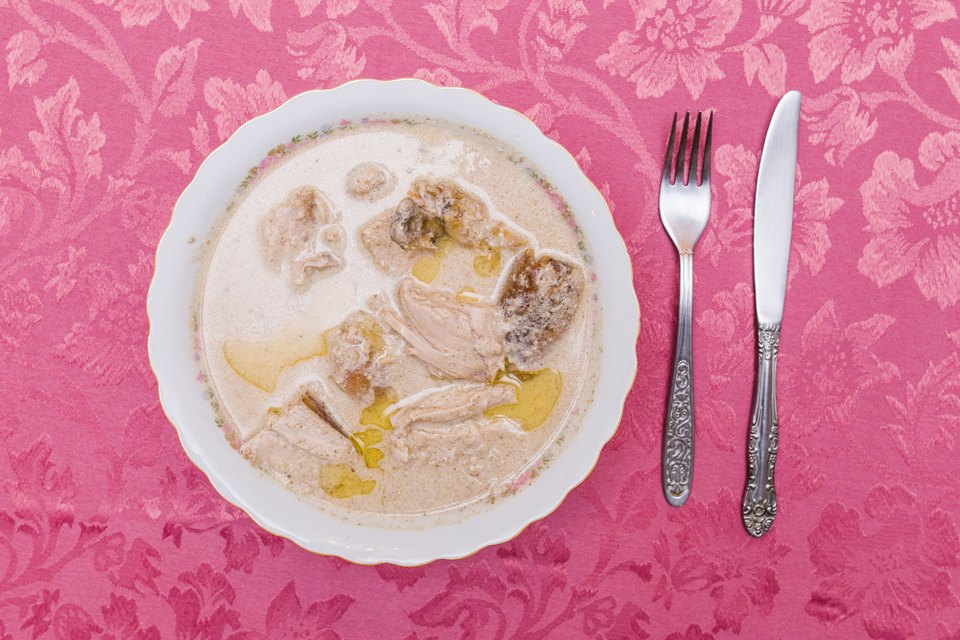 Сациви: курица, лук, чеснок, специи хмели-сунели, уцхо-сунели, уксус, грецкие орехи (соус).. Изображение № 19.