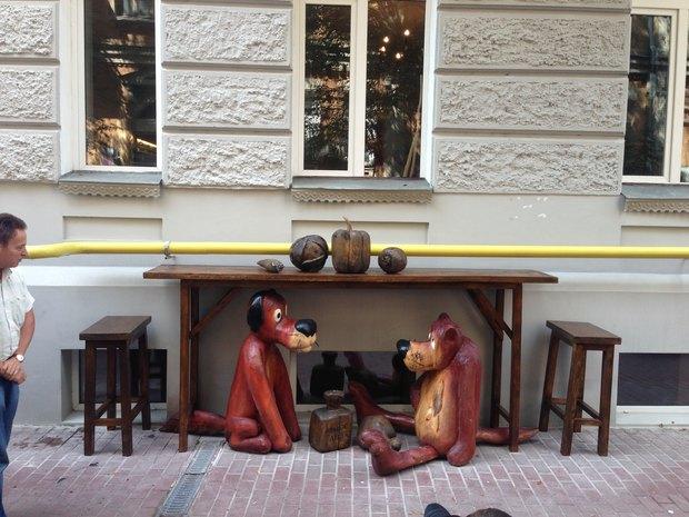 На Гончара установили скульптуры героев мультфильма «Жил-был пёс». Изображение № 1.