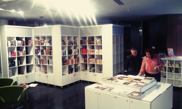 При Новой сцене Александринки открылись книжная лавка икафе . Изображение № 1.