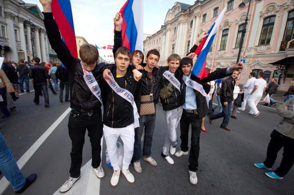 Когда парни брали флаги, то руководствовались отнюдь не патриотизмом. По ним можно найти своих из школы. . Изображение № 18.