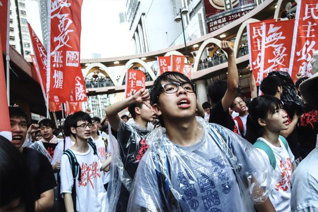 Как у них: Чего требуют на митингах жители Афин, Минска, Тель-Авива и Гонконга. Изображение № 13.