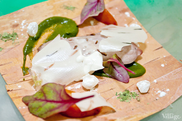 Omnivore Food Festival: Иван Березуцкий готовит суп из черноплодной рябины и нутрию в бересте. Изображение № 20.